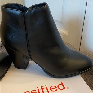 NWT city classified black lainey ankle bootie